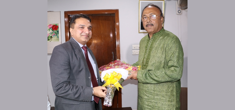 Shri Sanjeev Kumar Bhati, Assistant High Commissioner of India in Rajshahi paid a courtesy call on Mr. AHM Khairuzzaman Liton, Mayor of Rajshahi City Corporation on March 28, 2019 and discussed ways for furthering engagement between Indian and Rajshahi.