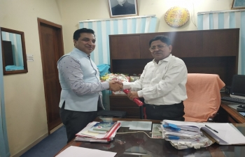 Assistant High Commissioner of India, Shri Sanjeev Kumar Bhati called on Customs Commissioner of Rajshahi Division on May 8, 2019 and discussed measures to facilitate and augment bilateral import-export across the land ports.