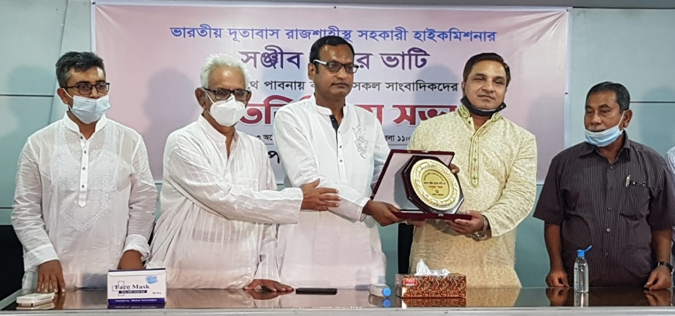 The Assistant High Commissioner of India in Rajshahi, Mr. Sanjeev Kumar Bhati visited Pabna on October 3, 2020 and interacted with members of Pabna Press Club. After the interaction, three computers and one printer were also gifted by him to Pabna Press Club for their official use