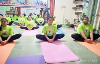 In the series of virtual sessions/limited gathering events to commemorate #IDY2021, a Yoga Workshop for Women was organized by Yoga exponent, Madam Afsana Begum on June 19, 2021 at Yogi Hall, Uposhahr, Rajshahi to highlight Yoga postures useful in improving strength, balance, flexibility and for maintaining glowing & radiant skin.  Assistant High Commissioner of India in Rajshahi, Mr. Sanjeev Kumar Bhati commended her efforts in promoting the spirit of #YogaForWellness.