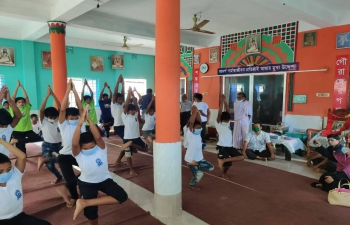 Sri Ramakrishna Ashram in Mahiganj, Rangpur organized  a Yoga programme for children on June 18, 2021 on the occasion of 7th International Day of Yoga.  Assistant High Commissioner of India in Rajshahi, Mr. Sanjeev Kumar Bhati conveyed his thanks to the Ashram Committee for their efforts in promoting the spirit of #YogaForWellness.
